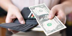 الدولار ينخفض إلى قاع 10 أيام والعملات الأكثر مخاطرة تنتعش